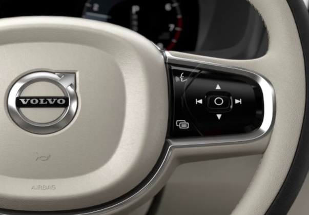 Apple Car Play   Siri   Volvo